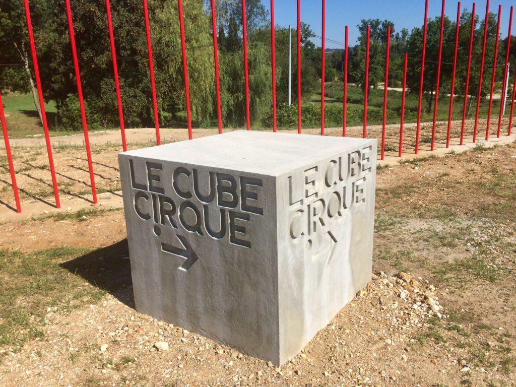 Cube Cirque béton